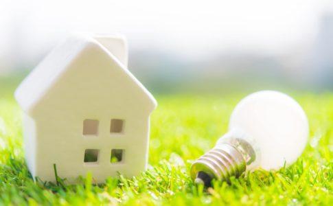家庭の1ヶ月の電気代平均はいくら?