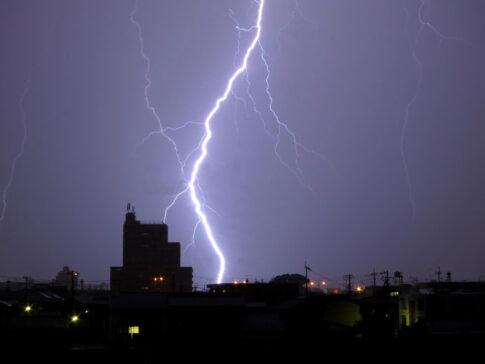 【雷対策】雷から家電を守る方法