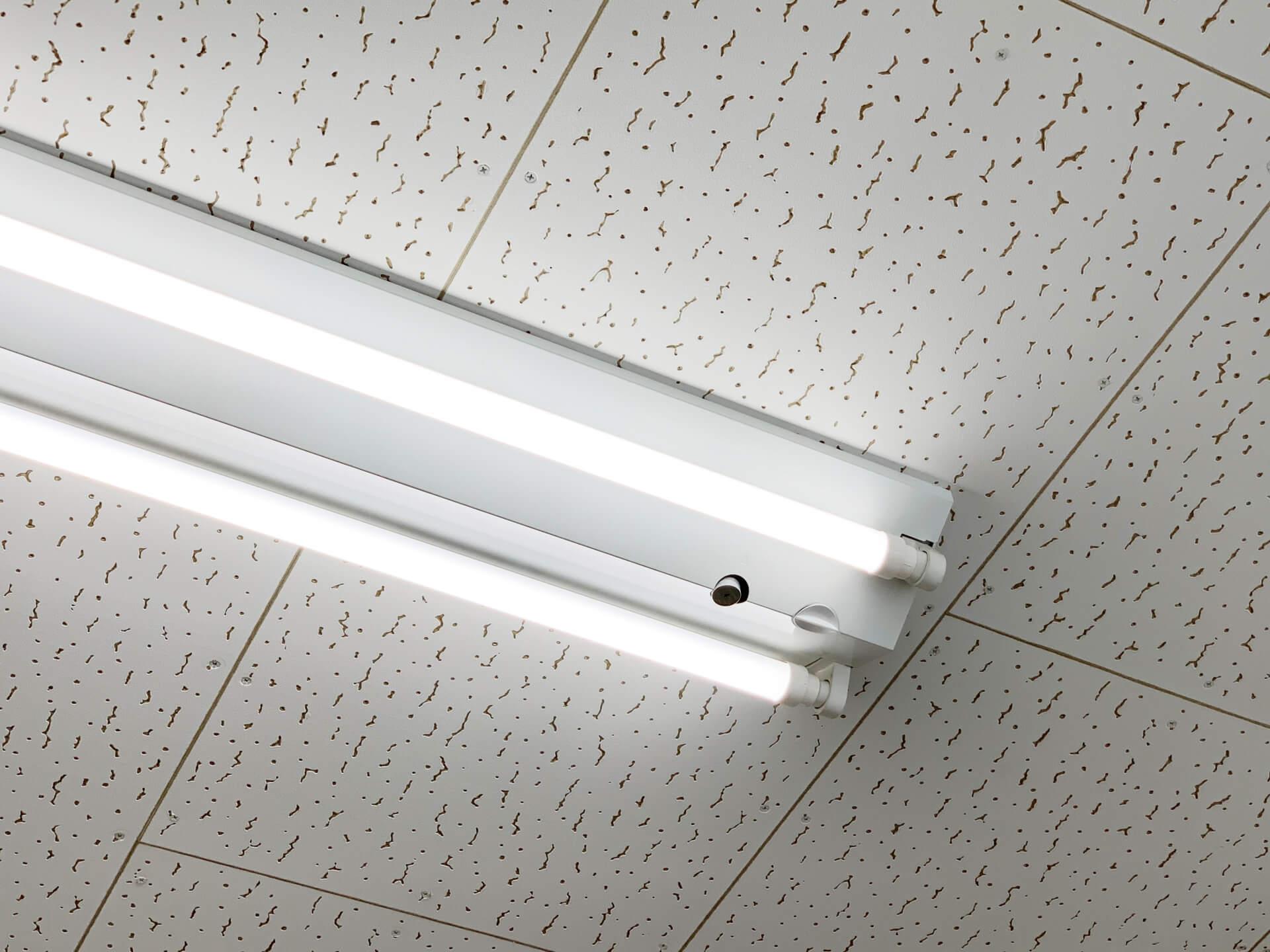 蛍光灯が点滅する原因と対処法